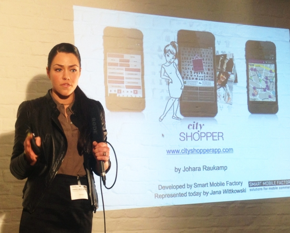 Johara Raukamp persenting the CityShopperApp at B-Mobile